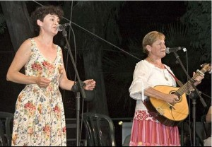Singing with Bracha Ben-Avraham of Emerald at the Jacob's Ladder Folk Festival, Israel, May 20, 2005. Photo by Ilan Rosen ©