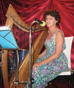 singing at the Tzora Folk Club, June 2013